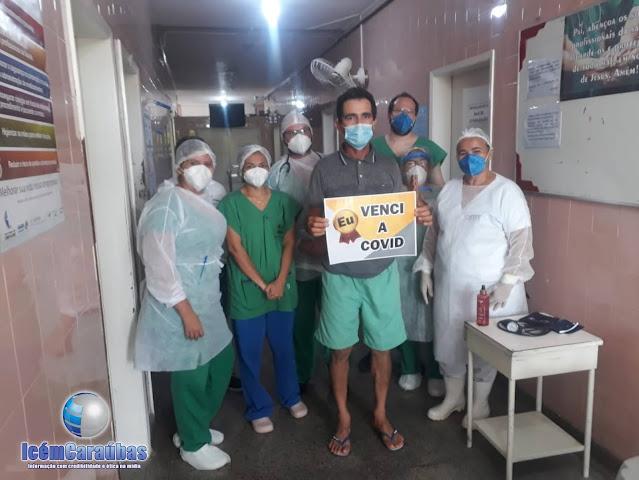 Caraubense de 51 anos vence a COVID-19 e é aplaudido pelos profissionais do hospital de Caraúbas