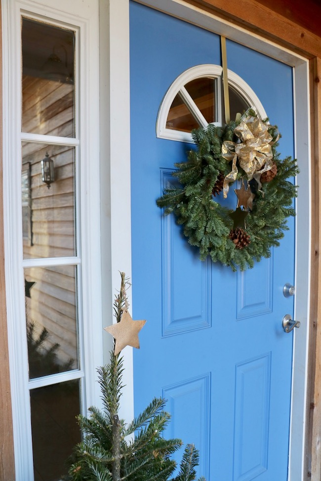 Tips for best ever Christmas wreath on blue front door cleaned sidelight windows and half round window in door