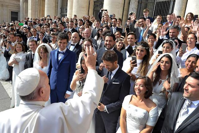 Nasihat Paus Fransiskus Untuk Pasangan di Seluruh Dunia
