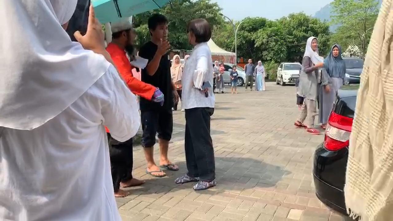 Wanita Bawa Anjing Masuk Masjid, Curhat Wartawan Bikin Miris