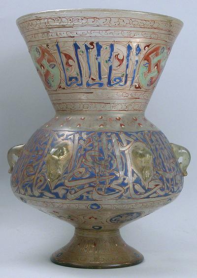 Lampu masjid, abad ke-14, Mesir atau Suriah, kaca pecah, enamel, penyepuhan, 31,8 x 23,2 cm (Museum Seni Metropolitan)