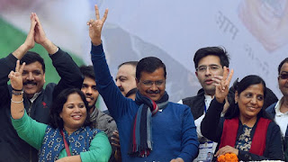 50-people-share-stage-with-kejriwal