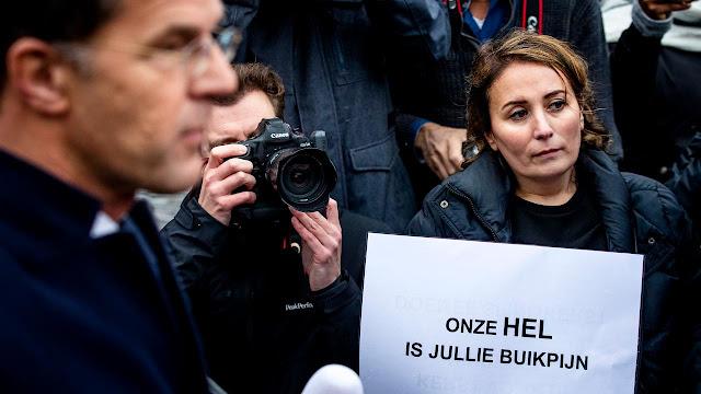 المجموعة الأولى من الأسر تتلقى التعويضات المالية على إثر قضية إعانات الأطفال في هولندا