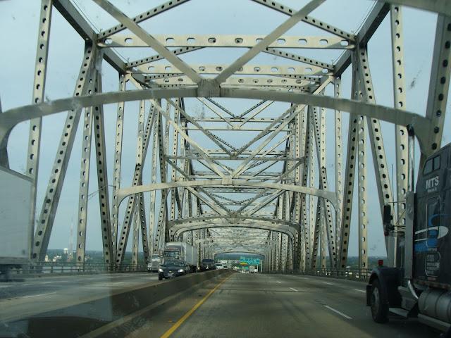 Auf unserem Weg durch Louisiana - Brücke über den Mississippi River!
