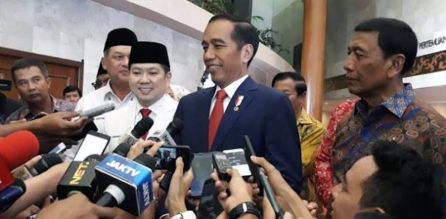 Politik Genderuwo, Kang Mas Jokowi Baper