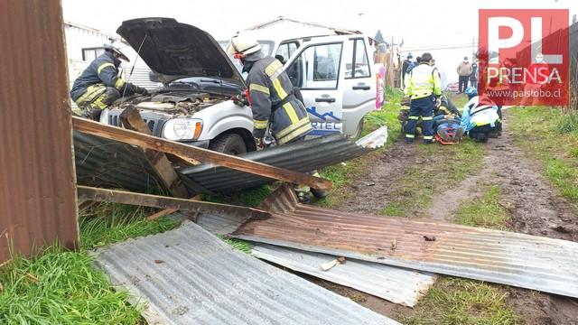 Osorno: un lesionado tras choque de camioneta contra cerco