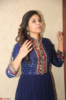 Anjali looks super cute at Chitrangada Pre Release Function March 2017 055.JPG