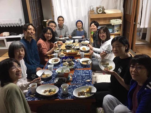 夕食の様子の写真
