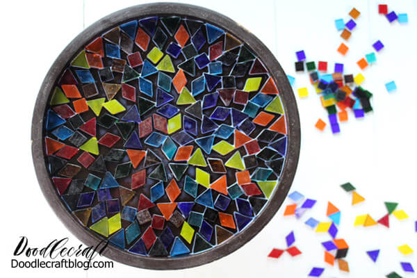 Let the cake stand mosaic pieces dry completely about 4 hours.