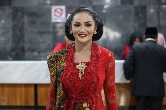 Anggota Dewan Dibully Rakyat Gara-gara Gaji, KD Minta Maaf ke PDIP
