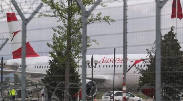 سرقة 10 مليون يورو في أحد مطارات ألبانيا، و الشرطة تقبض على أحد اللصوص و تبحث عن البقية.