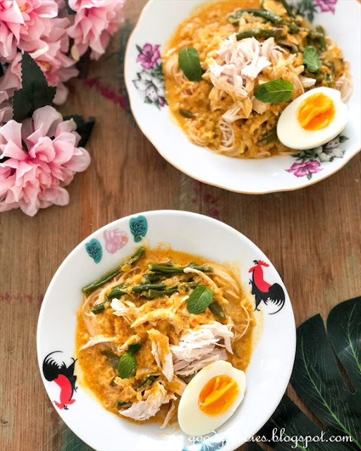 dry curry noodle with chicken recipe