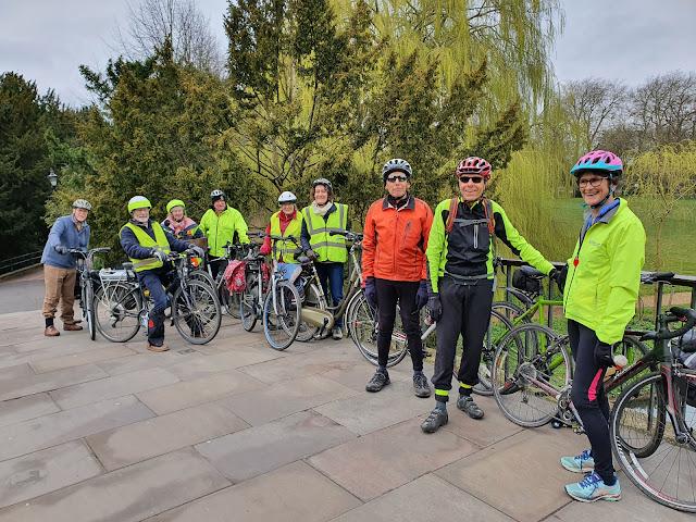 Cyclists on Garret Hostel Bridge, Cambridge