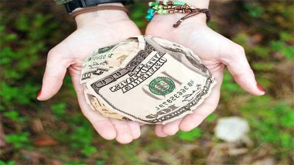أغرب 10 أماكن سرية للاحتفاظ بالأموال لن يتوقعها احد