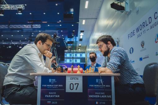 La qualification à l'arraché dans l'ultime blitz Armageddon pour Maxime Vachier-Lagrave aux dépens de David Paravyan lors du 3ème tour de la coupe du monde d'échecs - Photo © Anastasia Korolkova