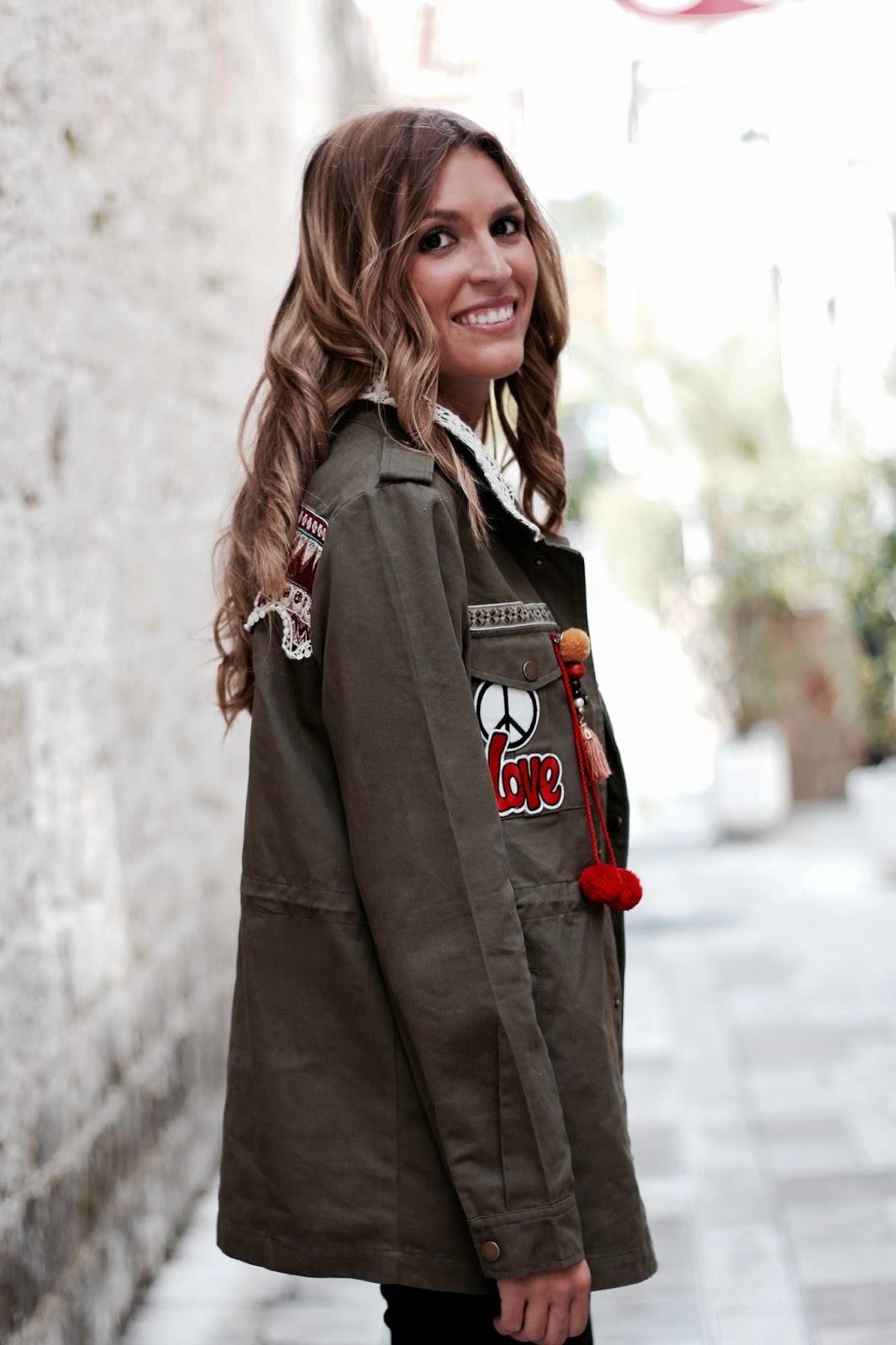 chaqueta militar con parches