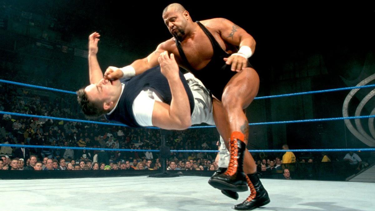 """Revelado motivo para a WWE ter cortado o """"push"""" de Taz"""