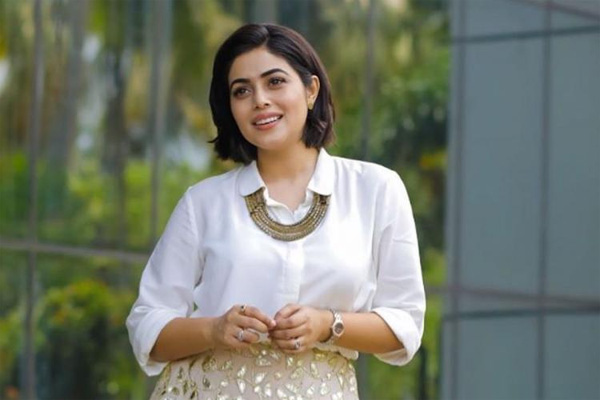 Don't know the accused in Shamna case; have told all things to police officers: Model Meera, Kochi, News, Trending, Blackmailing, Case, Actress, Police, Kerala, Cinema