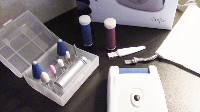 emjoi callus remover with manicure kit