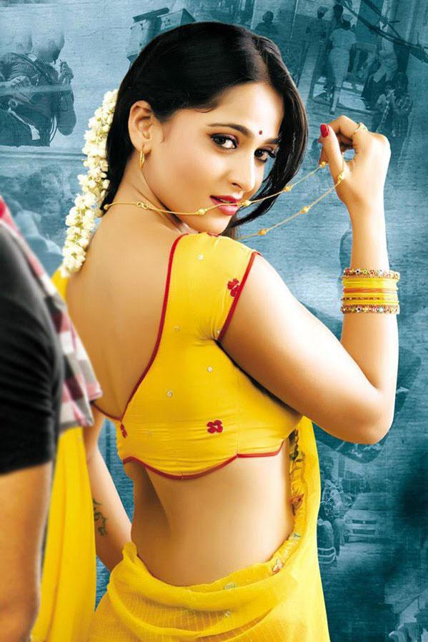 Sexy girls in saree pics