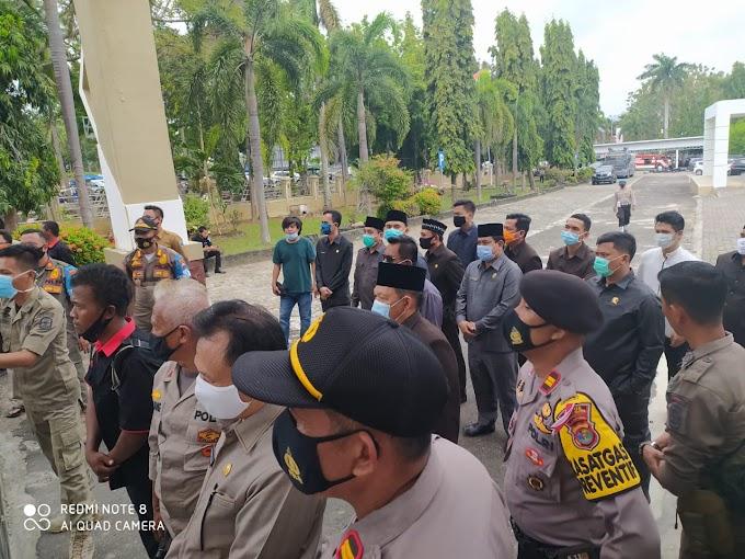 Unjuk Rasa Berlanjut, Anggota Dewan Lamsel Berdialog dengan Perwakilan Mahasiswa
