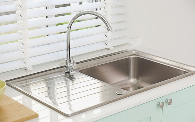 Το υλικό της κουζίνας που μπορεί να κάνει το νεροχύτη σαν καινούριο