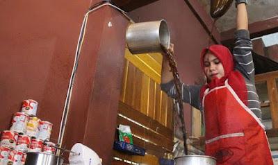 barista kopi cantik berhijab di Lhokseumawe Aceh
