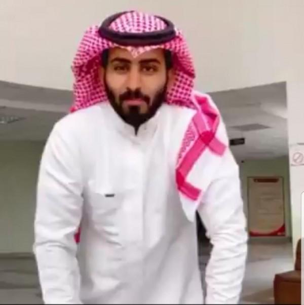 من هو عبد الرحمن المطيري وش يرجعون بالصور