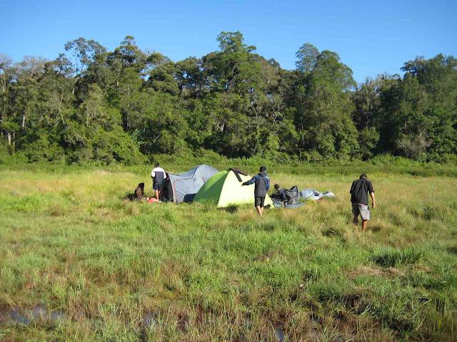 tenda di danau taman hidup