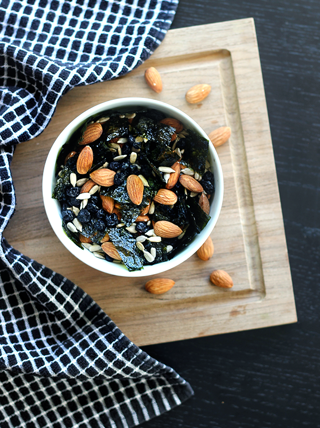 SEAWEED AND ALMOND TRAIL MIX