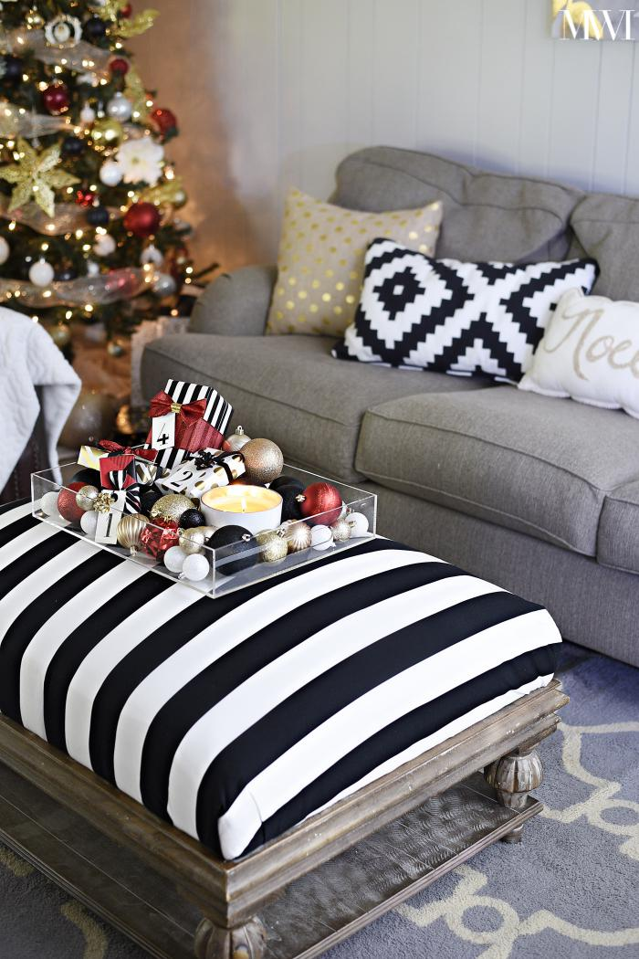 Coffee table Christmas and holiday decor ideas using a tray and ornaments. | #christmascrafts #christmasdecorations #christmasdecorating #holidayseason #holidaydecorations #monicawantsit