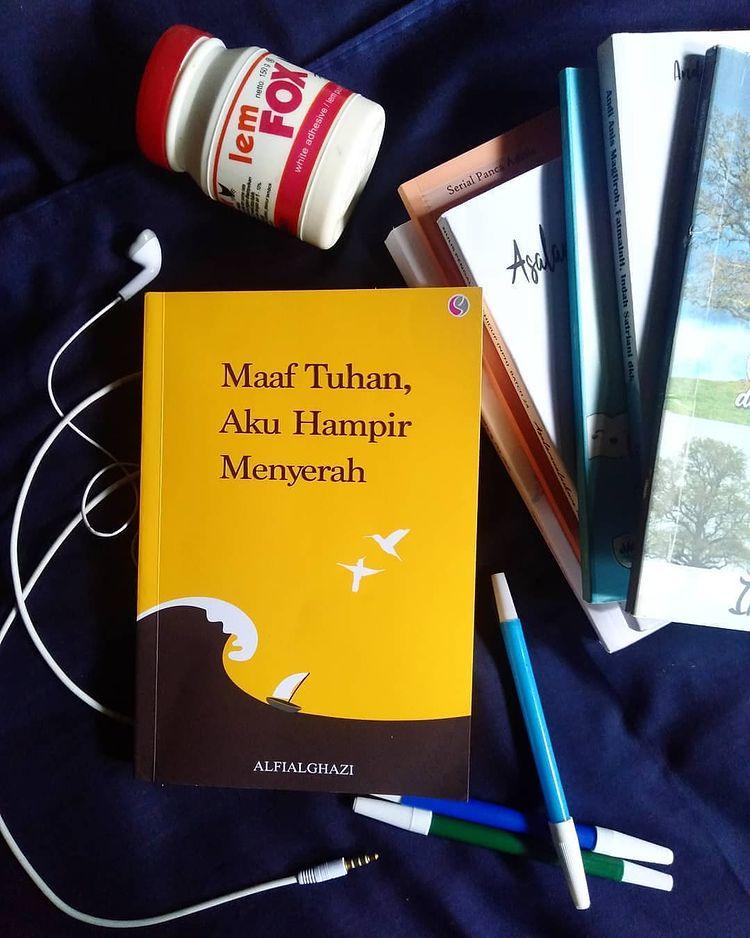 Review Buku : Maaf Tuhan, Aku Hampir Menyerah