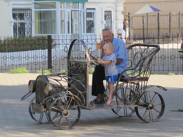 По данным ЮНЕСЕФ, 60% школьников в Казахстане били родители и опекуны, а 14% - братья и сестры. 65% детей также заявили, что испытывают психологические формы насилия со стороны родных. Будут ли власти менять эту ситуацию и воздействовать на родителей, чтобы в семьях было меньше насилия?
