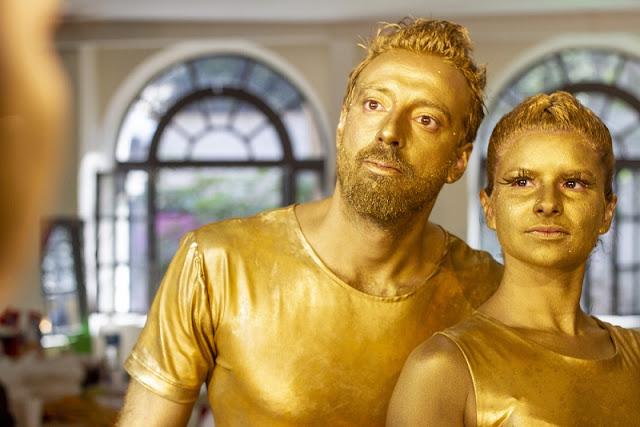 Atração circense Acrobatas Dourados para eventos de empresas.