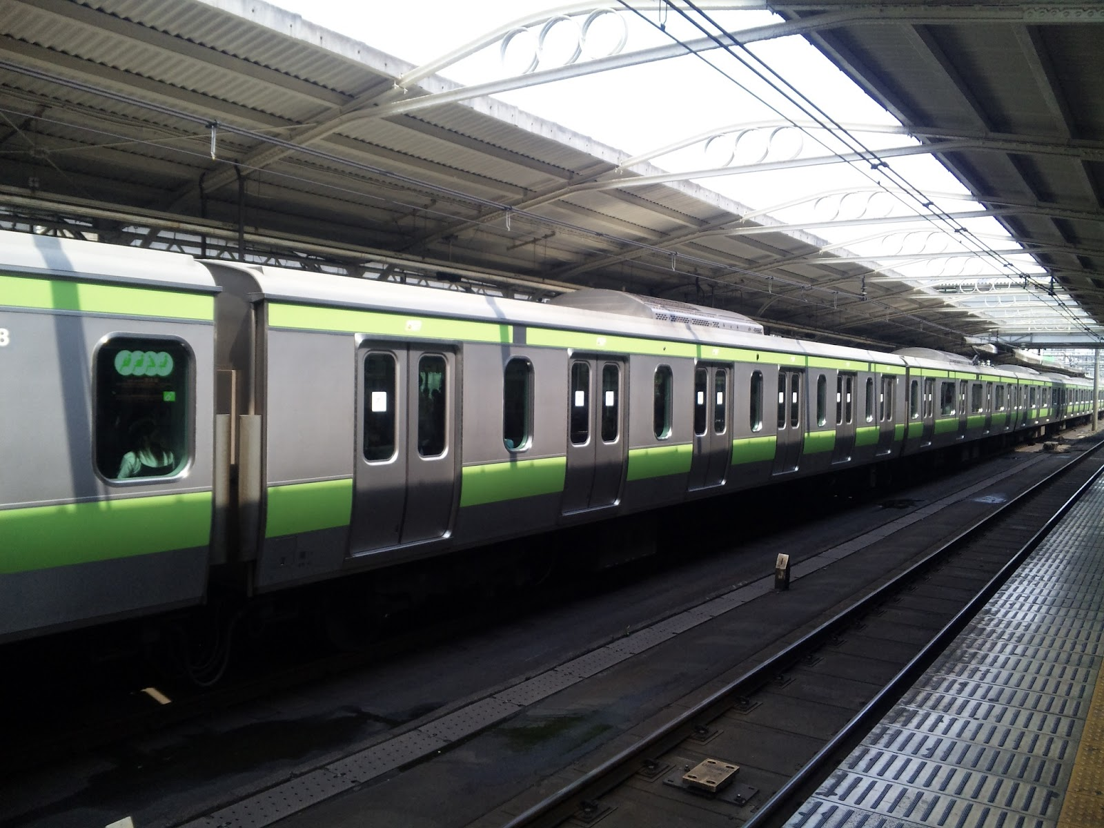 山手線E231系500番台の6扉車