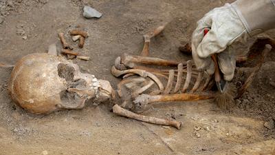 Estos restos podrían ser de un alto funcionario o comerciante que administró suministros agricolas en el siglo IV a.C.