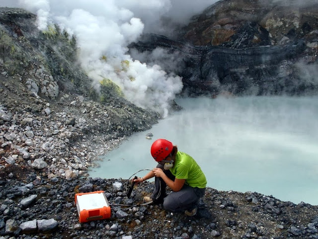 Microbes living in a toxic volcanic lake could hold clues to possible life on Mars