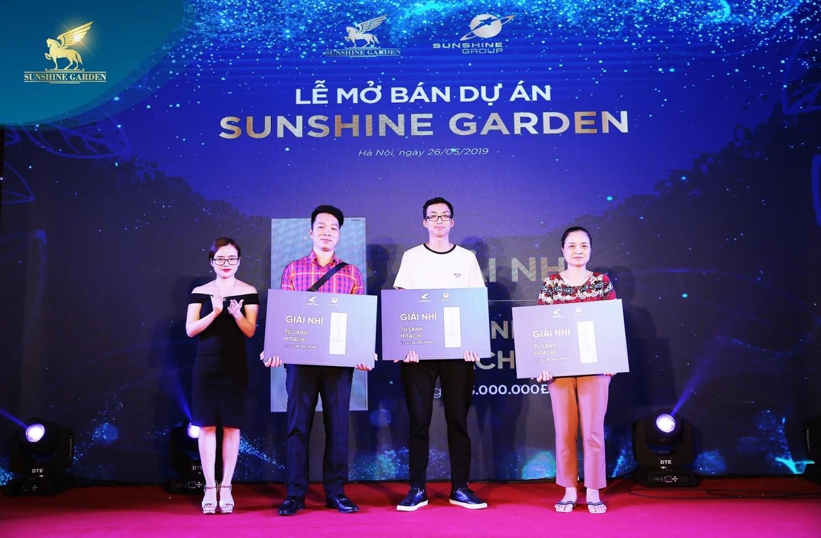 Khách hàng bốc thăm trúng thưởng Sunshine Garden Vĩnh Tuy