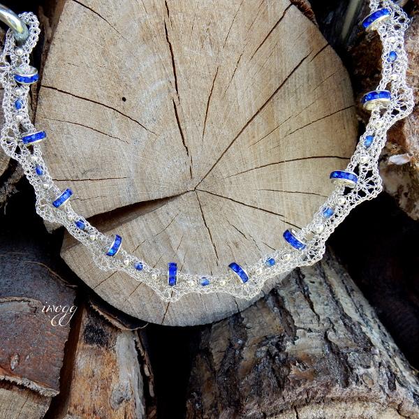 Opaska z kobaltowymi kryształkami