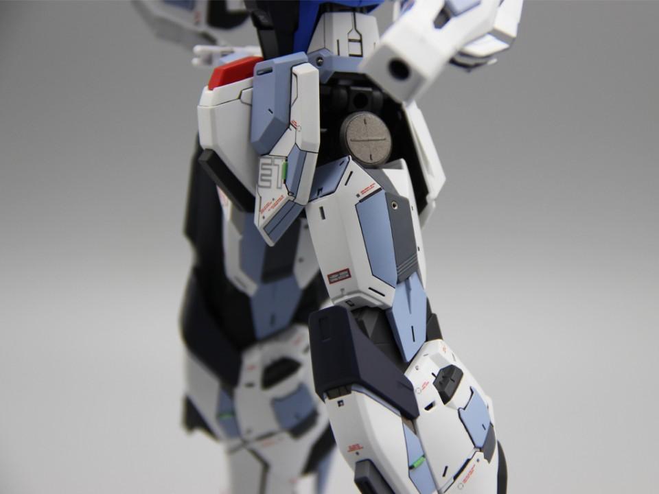 Custom Build: MG 1/100 ZGMF-X10A Freedom Gundam ver. 2.0 by tchebin