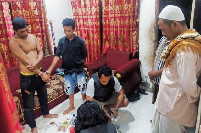 Edarkan sabu dan ganja, 2 pemuda di Sape diborgol Polisi