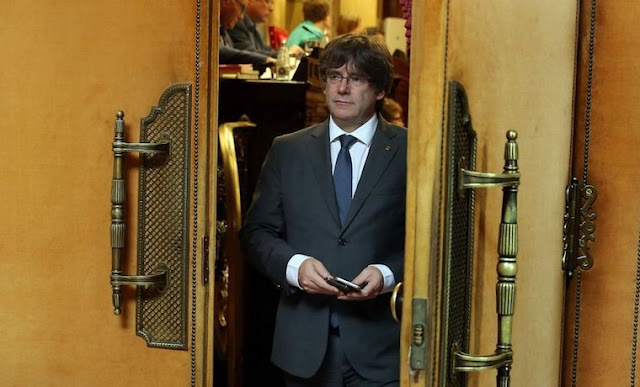Expresidente catalán Carlés Puigdemont se entregó a comisaría en Bruselas