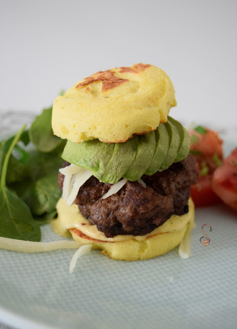 hamburguesa keto con mayonesa casera