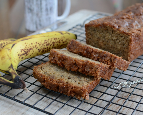 Shhh Banana Bread ♥ KitchenParade.com, healthy low-fat banana bread, just 1 tablespoon oil and whole wheat flour. Weight Watchers friendly!