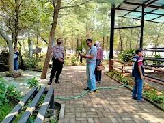 Kapolsek Batang Kota Sampaikan Pesan kamtibmas Dan Imbauan Protokol Kesehatan Kepada Pengunjung Wisata Pantai Sigandu Dan Dolphin Centre