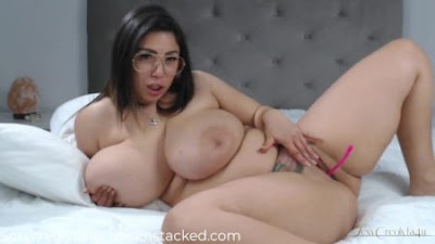NAKED webcam girl with huge boobs and big ass