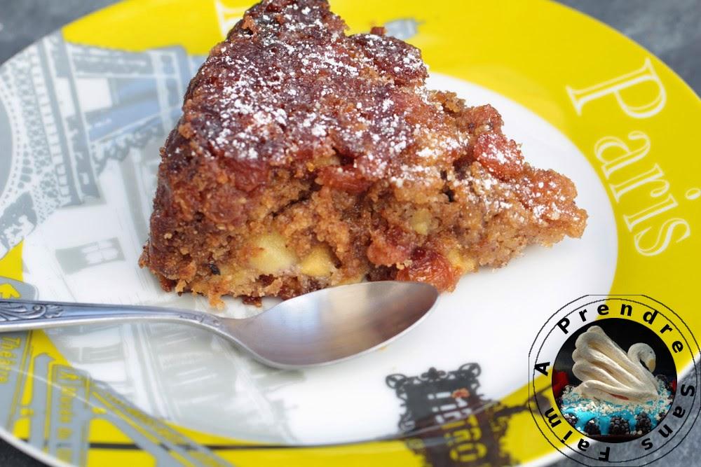 Gâteau pommes, cannelle, noix aux raisins secs
