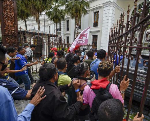 Maduro justifica y se burla del asalto de bandas irregulares a la AN