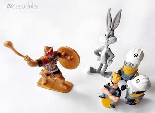 Figurki w saszetkach i z kinder niespodzianki./Collectible figures sachets and Kinder Surprise