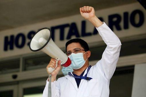 Panameños protestan en reclamo de ayuda económica ante Covid-19
